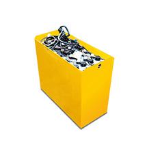 Akumulatorowe unoszące wózki widłowe Jungheinrich z dyszlem i systemem uzupełniania wody Aquamatic, typ EJE. Udźwig do 2000 kg.