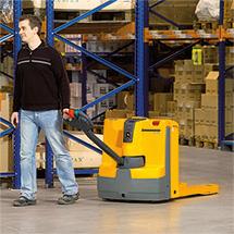 Akumulatorowe unoszące wózki widłowe Jungheinrich z dyszlem, typ EJE. Udźwig do 2000 kg.