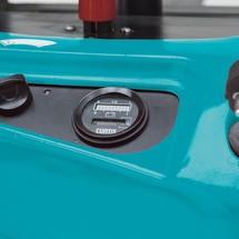 Akumulatorowy podnośnikowy wózek widłowy Ameise z dyszlem, typ EPL 110. Wys. podn. 1520 mm. Udźwig 1000 kg.