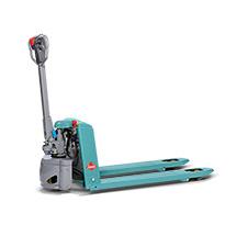 Akumulatorowy unoszący wózek widłowy Ameise® z dyszlem i ręcznym unoszeniem, typ SPM 113. Udźwig 1300 kg.