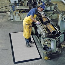 Anti-fatigue mat with fabric