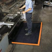 Anti-fatigue mats in nitrile rubber