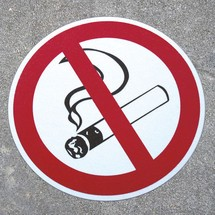Antypoślizgowy znak podłogowy m2 – Rauchen verboten (Zakaz palenia)
