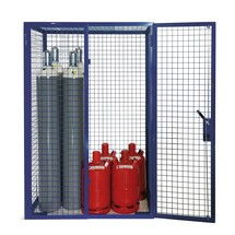 Armário de grada para garrafas de gás, porta oscilante dupla, pés de base