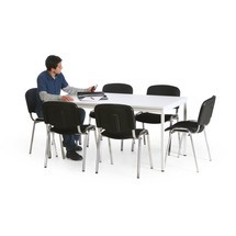 Besprechungstisch mit Stühlen