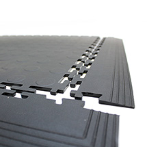 Bodenfliese aus PVC, Noppenoptik,