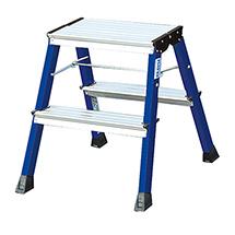 Doppel-Klapptritt mit 2 x 2 Stufen. Standhöhe 440 mm