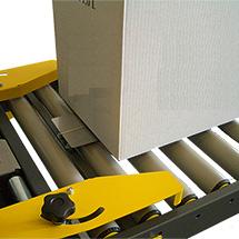 Einlaufrollenbahn mit Kartonschwert für Kartonverschließmaschine halbautomatisch