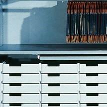 Einlegeboden mit ausziehbarer Ablage für C+P Rollladenschrank