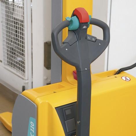 Elektrický vysokozdvižný vozík Jungheinrich EMC 110 skomfortním nájezdem na rampy