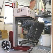 Elevador HOVMAND com plataforma em madeira, capacidade de carga 70kg
