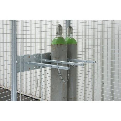 Fästanordning för gascylindercontainer med tak med gaffeltruckfickor