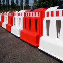 Fahrbahnteiler aus Kunststoff