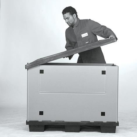 Faltboxen mit Füßen oder Kufen.
