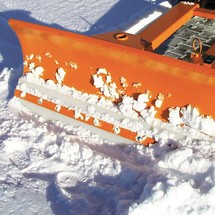 Fork lift snow shovel with polyurethane scraper, pendulum attachment