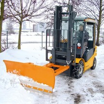 Fork lift snow shovel with steel scraper, pendulum suspension