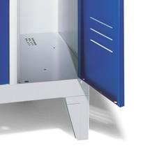Garderobenschrank C+P Classic mit Füßen, Drehriegelverschluss, 3 Abteile, HxBxT 1.850 x 900 x 500 mm