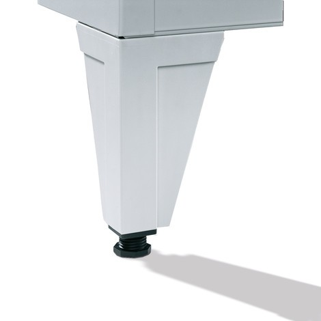 Garderobenschrank C+P Classic mit Füßen, Lochfeld + Zylinderschloss, 4 Abteile, HxBxT 1.850 x 1.200 x 500 mm