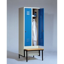 Garderobenschrank C+P Classic mit vorgebauter Sitzbank aus Holz, 2 Abteile à 400 mm, Zylinderschloss