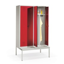 Garderobenschrank C+P Evolo mit Sitzbank, mit Doppelabteil, 2 x 2 Abteile à 400 mm, Zylinderschloss
