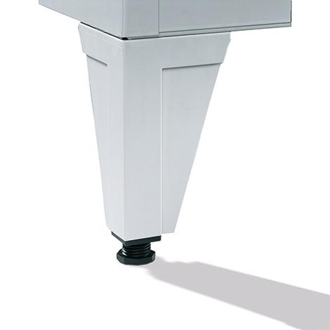 Garderobenschrank,Sockel+Löcher+Drehriegelverschl, 3x300 mm