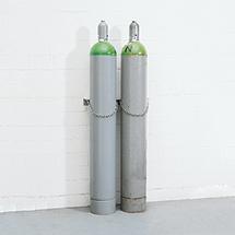 Gasflaschen-Wandhalter, aus Kunststoff oder Stahl.