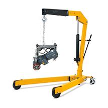Grue à construction légère avec levée rapide, rabattable. Capacité de charge 1500 - 2000 kg