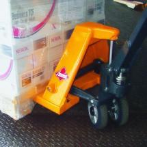 Handhubwagen Ameise®, Tragkraft 2.000 kg, Gabellänge 1.000 mm, Vollgummi/Polyurethan, Tandemrollen, RAL 1028 melonengelb, B-Ware