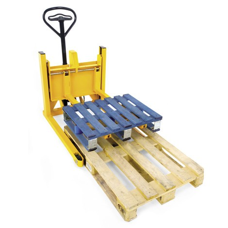 Jungheinrich AM V05 hand pallet truck for display pallets