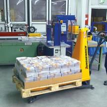 Jungheinrich AMX 10 scissor lift pallet truck – manual-hydraulic, special distance across forks 680 mm