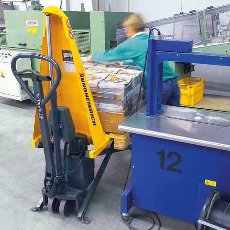 Jungheinrich AMX 10e scissor lift pallet truck – electro-hydraulic, special distance across forks 680 mm