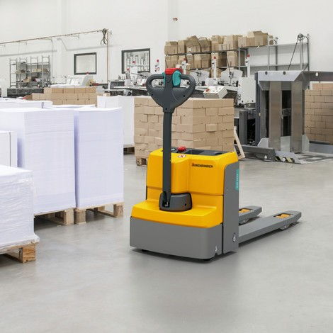 Jungheinrich EJE M15 electric pallet truck, 1500 kg capacity, fork length 1000mm, width across the forks 670mm
