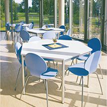 Komplettangebot: 2 Trapez-Tische + 6 Stühle pastellblau
