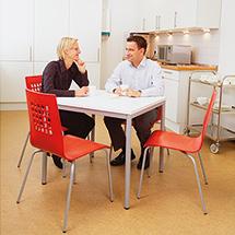 Komplettangebot: Quadrat. Tisch + 4 Stühle (silb. Gest.)