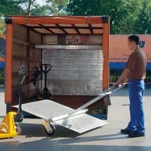 Laadbrug. Capaciteit tot 600/1200 kg, breedte 1,25 m, lengte tot 1,80 m