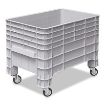 Large polyethylene container, with rollers + handle