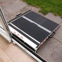Oprijplaat, in hoogte verstelbaar. Capaciteit 300 kg, hoogte tot 21,5 cm