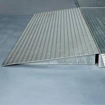 Oprijplaat voor lage lekbakken van staal