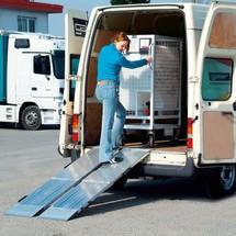 Oprijplaat, vouwbaar. Capaciteit 975 kg, lengte 2,05 m x breedte 80 cm