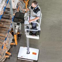 Personenlift kompakt + manuell. Arbeitshöhe maximal 4,17 m