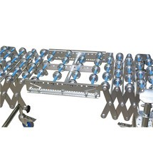 Pezzo di collegamento per trasportatore a rullini a pantografo
