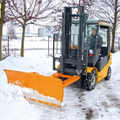 Pług śnieżny doczepiany do wózka widłowego ze stalową listwą zgarniającą, z zawieszeniem wahadłowym