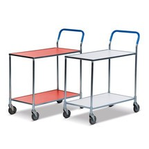 Pojízdný stolek slaminátovými policemi