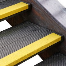 Profilé de protection pour rebords de marches d'escalier en GFK Medium, jaune