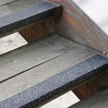 Profilé de protection pour rebords de marches d'escalier en GFK renforcé, noir