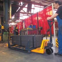 Ręczne wózki paletowe AM 30 z funkcją szybkiego unoszenia i długimi widłami.
