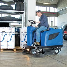 Ride-on Veegmachine Nilfisk® FLOORTEC R 670