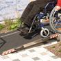Rollstuhlkeilbrücke höhenverstellbar. Tragkraft 300kg, Höhe bis 15cm