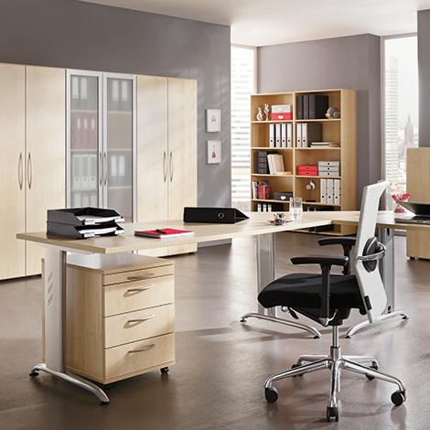 Schreibtisch Basic mit C-Fuß