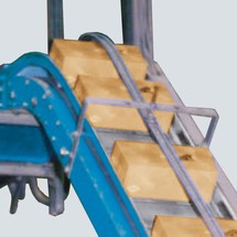 Schuine transportband voor glijtransportbanden met max. 30 kg/m bandlengte